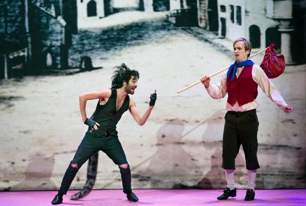 """Roosendaal, 08-12-2015. Beeld uit de voorstelling """"De gelaarsde poes"""" van het Ro-Theater. Foto: Leo van Velzen."""