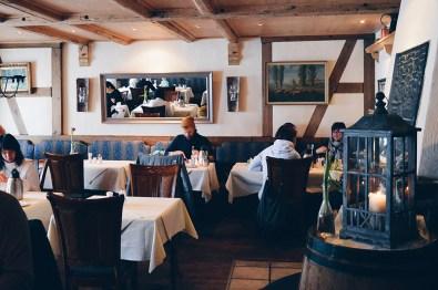 Daan having breakfast | Slumber Wine Barrel Taufsteinhütte © Coupleofmen.com