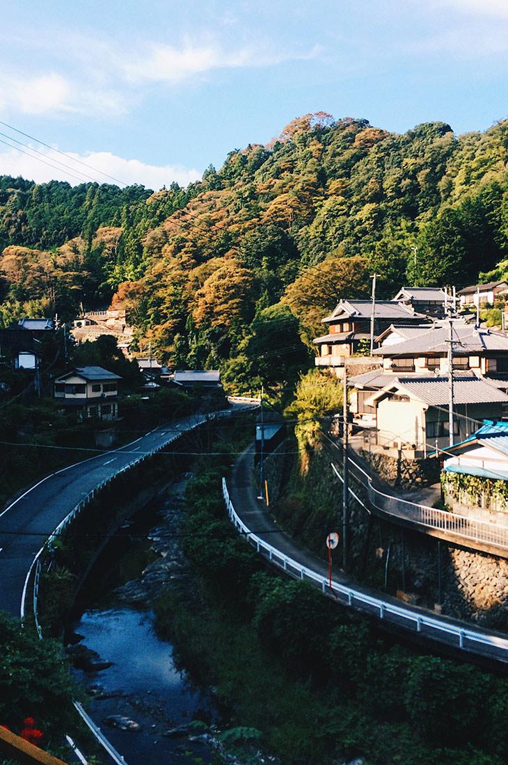 Train Ride from Osaka to Gokurakubashi © CoupleofMen.com