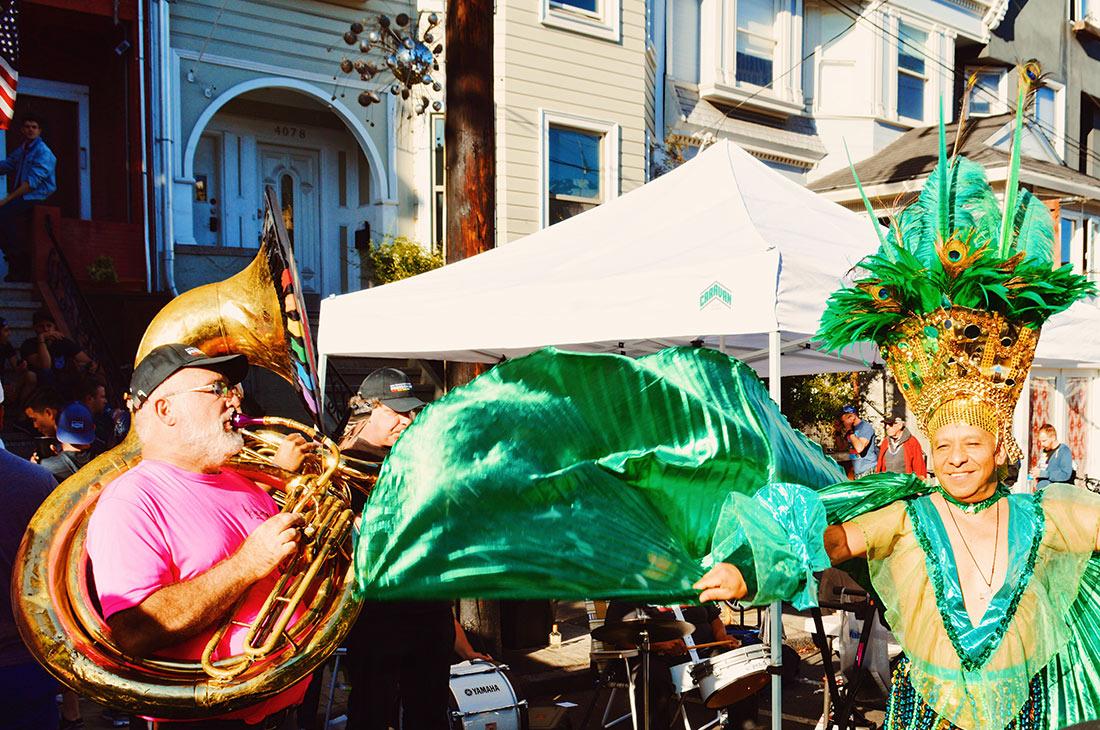 Street Art & smaller-scale performing arts at Castro © CoupleofMen.com