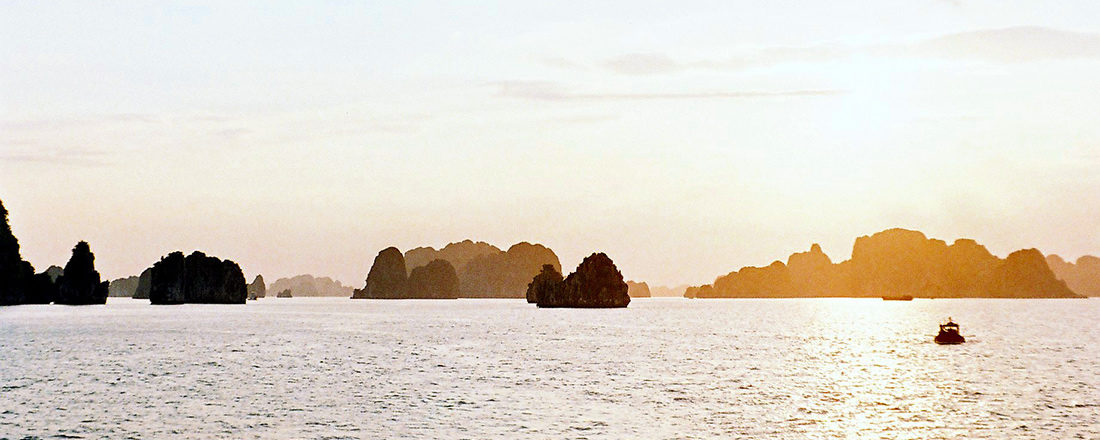 Sunset Halong Bay | Top Highlights Best Photos Gay Couple Travel Vietnam © CoupleofMen.com