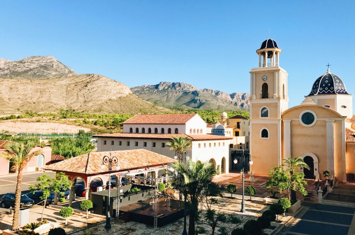 5 Star Resort in the mountains 10 minutes from Benidorm © CoupleofMen.com