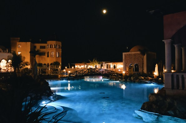 Moonshine dinner by the pool © CoupleofMen.com