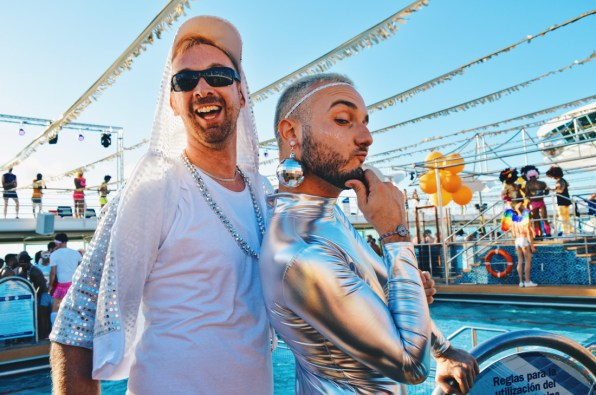 Give me your silver kiss, boy | Disco T-Dance Party The Cruise 2017 © CoupleofMen.com
