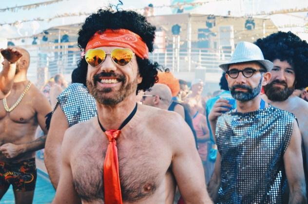 The coolest Disco photo bomb | Disco T-Dance Party The Cruise 2017 © CoupleofMen.com