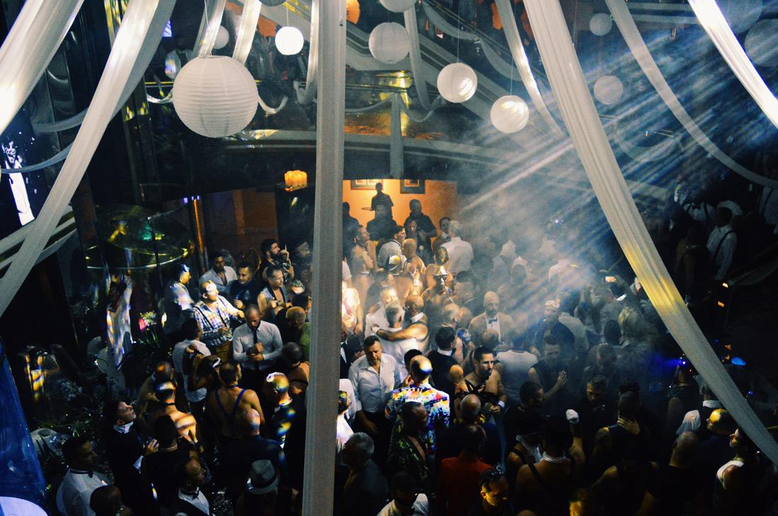 Indoor Gala Party © CoupleofMen.com