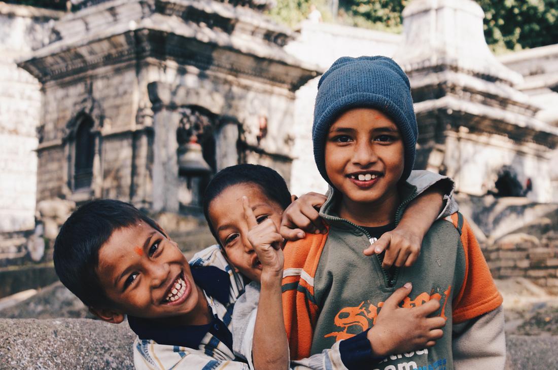 Playing Nepalese children at Pashupatinath temple | Gay Travel Nepal Photo Story Himalayas © Coupleofmen.com