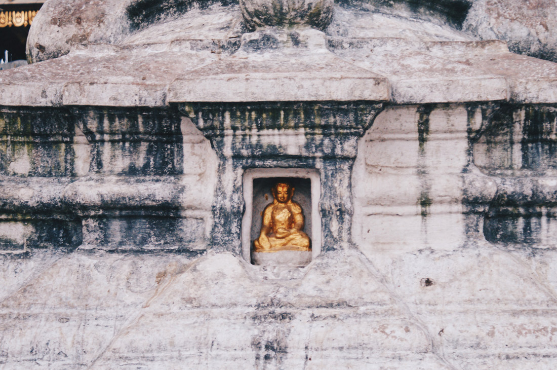 Golden statue at Swayambhunath temple complex © Coupleofmen.com