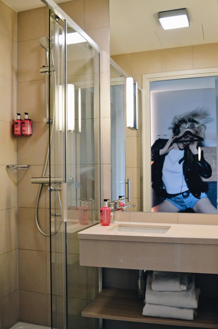 Bathroom & Photo art in the Moxy hotel rooms © Coupleofmen.com