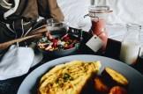 Fresh fruits, Omelett, Hashbrowns, Smoothie © CoupleofMen.com