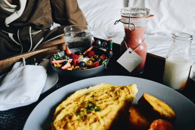 Fresh fruits, Omelett, Hashbrowns, Smoothie   The Douglas Vancouver Hotel gay-friendly © CoupleofMen.com
