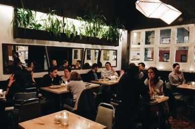 Schwulenfreundliche Restaurants Vancouver Relaxed Ambience at The Acorn Restaurant | Gay-friendly Restaurants Vancouver © Coupleofmen.com
