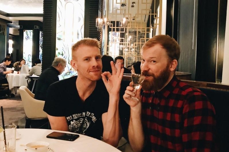 Schwulenfreundliche Restaurants Vancouver Vegetarian friends: Daniel Newmann and Daan Colijn | Gay-friendly Restaurants Vancouver © Coupleofmen.com