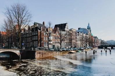 Frozen Keizersgracht | Amsterdam Frozen Canals © Coupleofmen.com