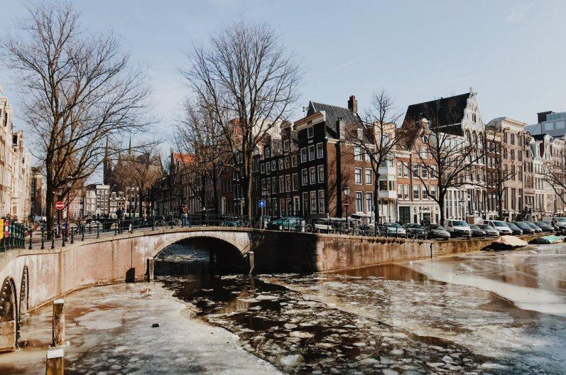 Frozen Leidsegracht and Keizersgracht   Amsterdam Frozen Canals © Coupleofmen.com