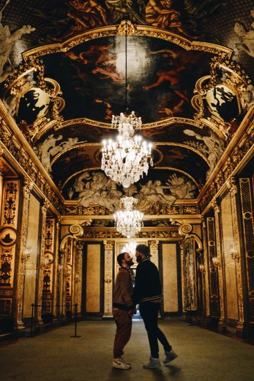Gold, paintings, chandelier - a gay man's dream? | Gay Travel Tips for EuroPride 2018 Stockholm © Coupleofmen.com