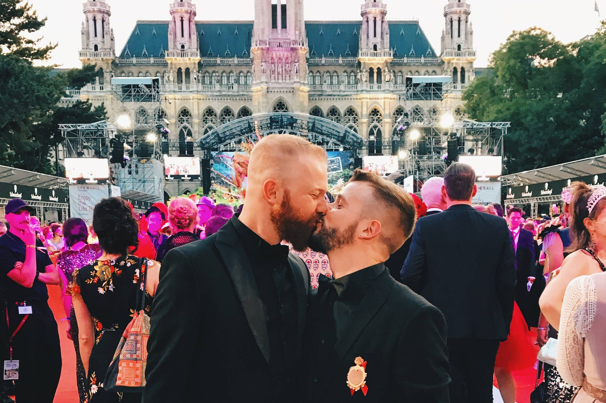 Gay Kiss on the red carpet of the AIDS Charity Gala | The 25th Life Ball Vienna Austria © Coupleofmen.com