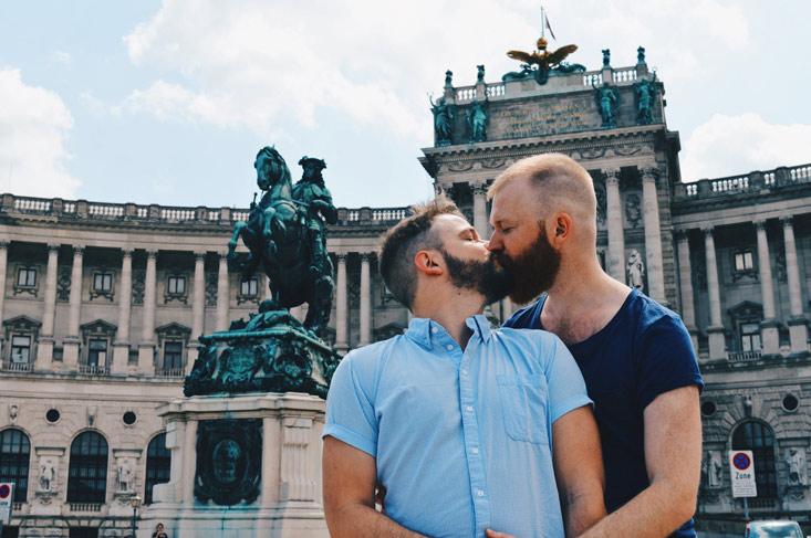 A proud kiss next to the statue of the (gay) Prinz Eugen - equestrian statue   Gay-friendly Design Hotel Le Méridien Vienna © Coupleofmen.com