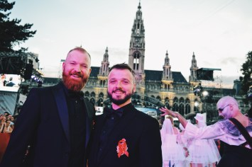 Gay Wien Designhotel Le Méridien Couple of Men in front of the Vienna City Hall for LIfe Ball 2018 | Gay-friendly Design Hotel Le Méridien Vienna © Coupleofmen.com