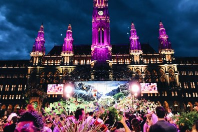 Gay Wien Designhotel Le Méridien The Main Stage in front of the illuminated Vienna City Hall Life Ball 2018 | Gay-friendly Design Hotel Le Méridien Vienna © Coupleofmen.com