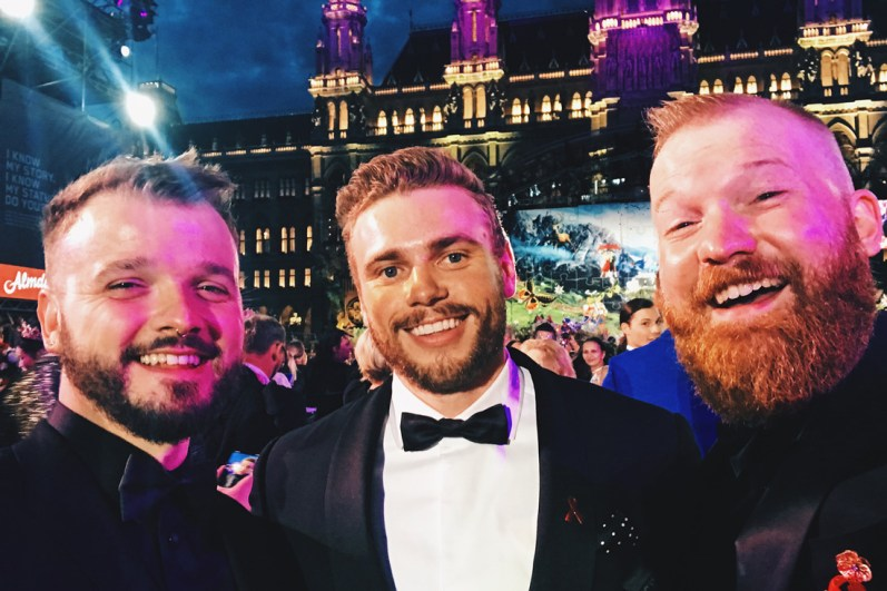 Gay Wien Designhotel Le Méridien Favorite Selfie of Life Ball 2018: Couple of Men with Gus Kenworthy | Gay-friendly Design Hotel Le Méridien Vienna © Coupleofmen.com