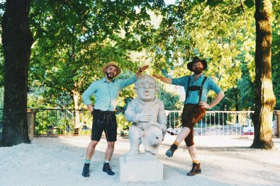 Gay Städtetrip Salzburg What about this one? It's the Sound of Music Pavillon statue at the Salzburg Dwarf Garden | Travel Salzburg Gay Couple City Trip © coupleofmen.com