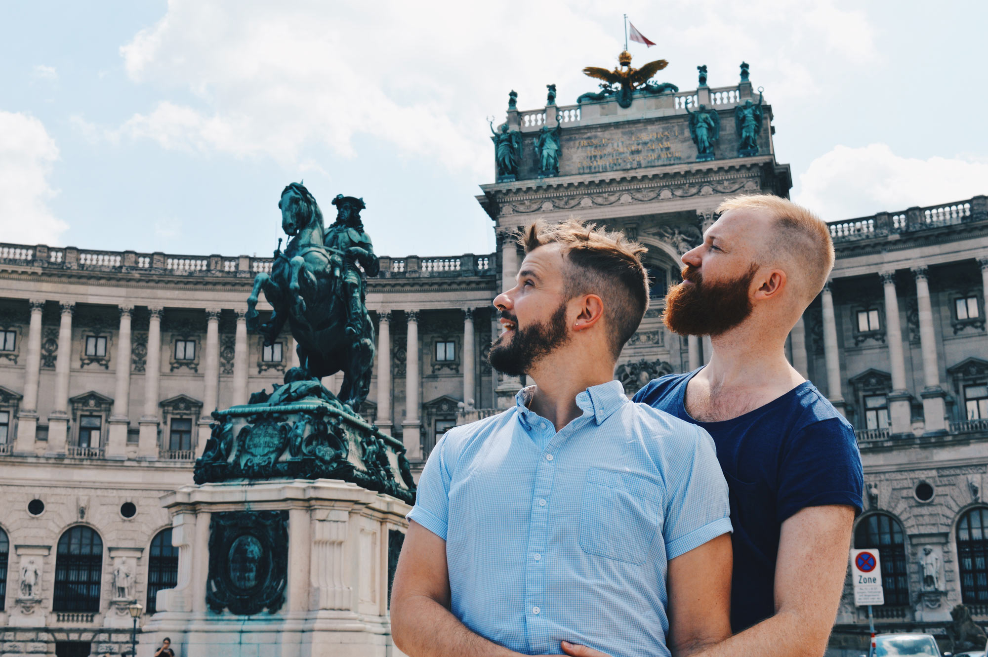 Gay Wien Designhotel Le Méridien A proud kiss next to the statue of the (gay) Prinz Eugen - equestrian statue | Gay-friendly Design Hotel Le Méridien Vienna © Coupleofmen.com