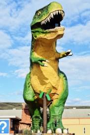 Giant T-Rex in Drumheller southeast of Edmonton | Road Trip Edmonton Northern Alberta © Coupleofmen.com