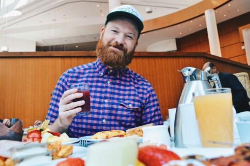 Juice, Fruits, Omelette: Everything our vegetarian Daan needs for breakfast | Marriott Downtown Toronto Toronto Eaton Centre © Coupleofmen.com