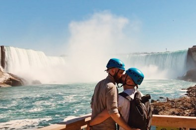 And the happy kiss after the flight with a stunning background | Must Do's Niagara Falls Canada © Coupleofmen.com