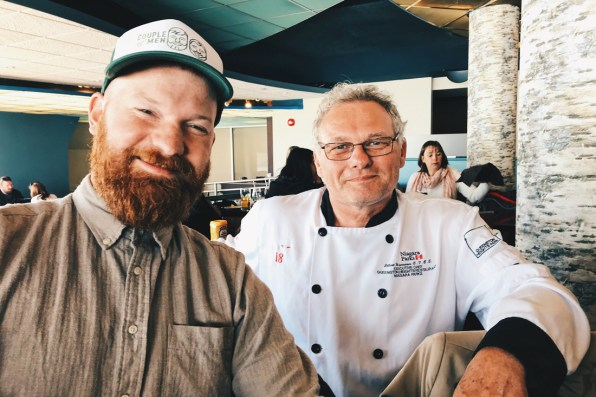 Abenteuer Niagara Fälle Kanada Meeting Dutch people around the world: Daan and Chef Elbert Wiersema at Elements on the Falls Restaurant | Must Do's Niagara Falls Canada © Coupleofmen.com