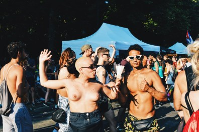 Naked boobs and sexy dancers at Tiergarten Park Berlin | CSD Berlin Gay Pride 2018 © Coupleofmen.com