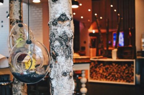 Scandinavian inspired decoration at the Friends Living Room Hotel Restaurant | Scandic Berlin Kurfürstendamm gay-friendly Hotel © Coupleofmen.com