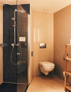 Spacious bathroom with huge walk-in shower | Scandic Berlin Kurfürstendamm gay-friendly Hotel © Coupleofmen.com