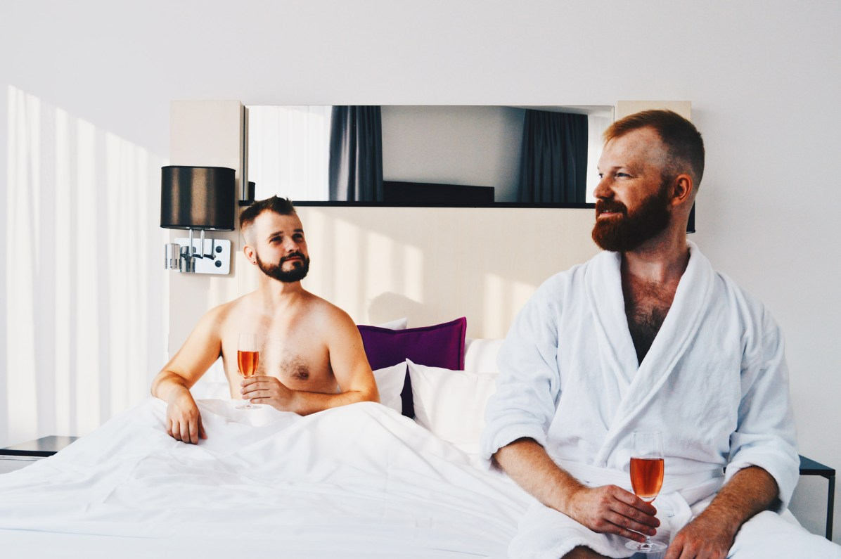 Cheers on a great city weekend in the capital of Germany | Scandic Berlin Kurfürstendamm gay-friendly Hotel © Coupleofmen.com