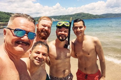 Enjoying snorkeling with the boys in the lukewarm water of the Pacific | Gay-friendly Costa Rica © Coupleofmen.com