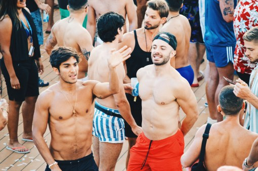 New friends while dancing in the warm summer nights | Gay Cruise by Open Sea Cruises x Axel © Coupleofmen.com