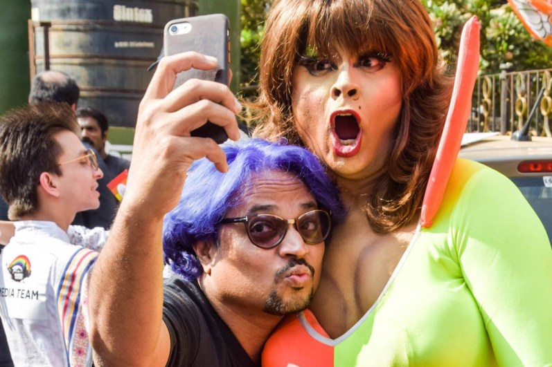 Selfie fun for colorful memories of free pride celebrations © QGraphy