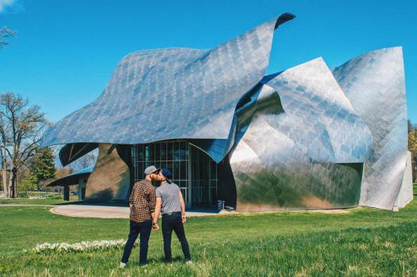 Gay Reisen Dutchess County Gay Travel Dutchess County Hand-in-hand in front of the The Richard B. Fisher Center for the Performing Arts at Bard College designed by architect Frank Gehry © Coupleofmen.com