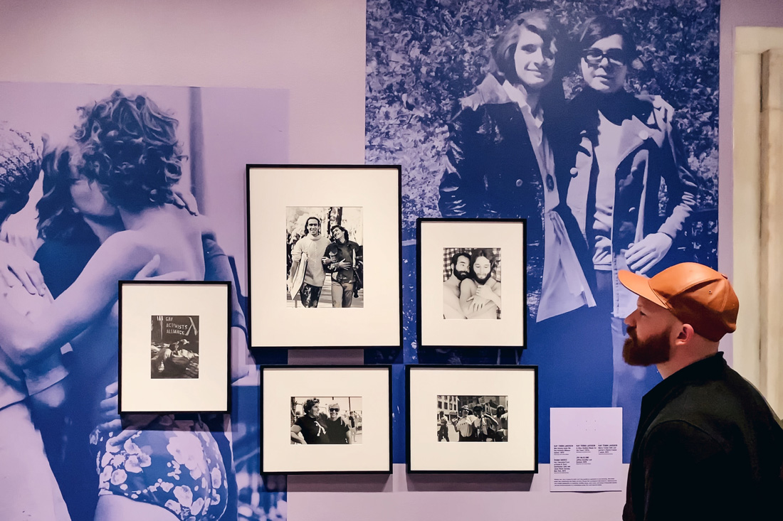 New York City World Pride Gay Reise New York Daan enjoying the beautiful photos of the Love & Resistance Exhibition at the New York Public Library   New York City for World Pride 2019 © Coupleofmen.com