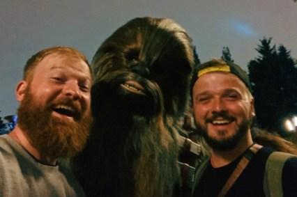 Disney-Star-Wars-Land-Galaxys-Edge-Meeting-Chewbacca