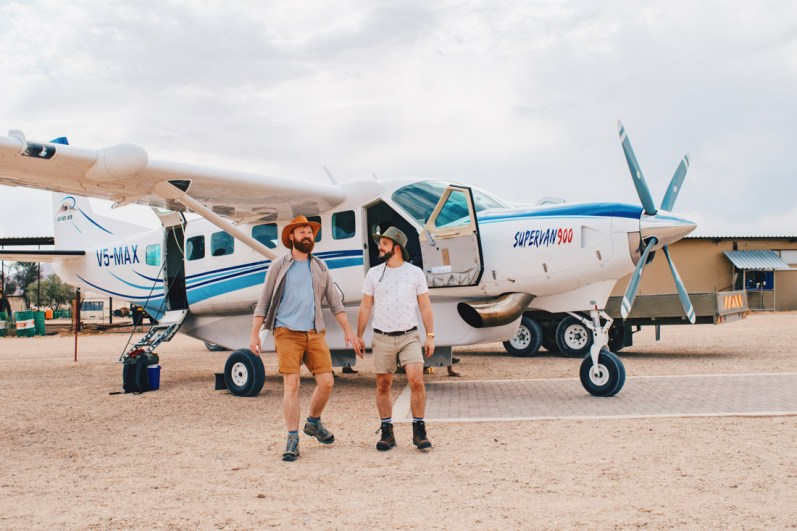 Adventurous! The flights with the 10 person propeller-driven plane from Desert Air © Coupleofmen.com