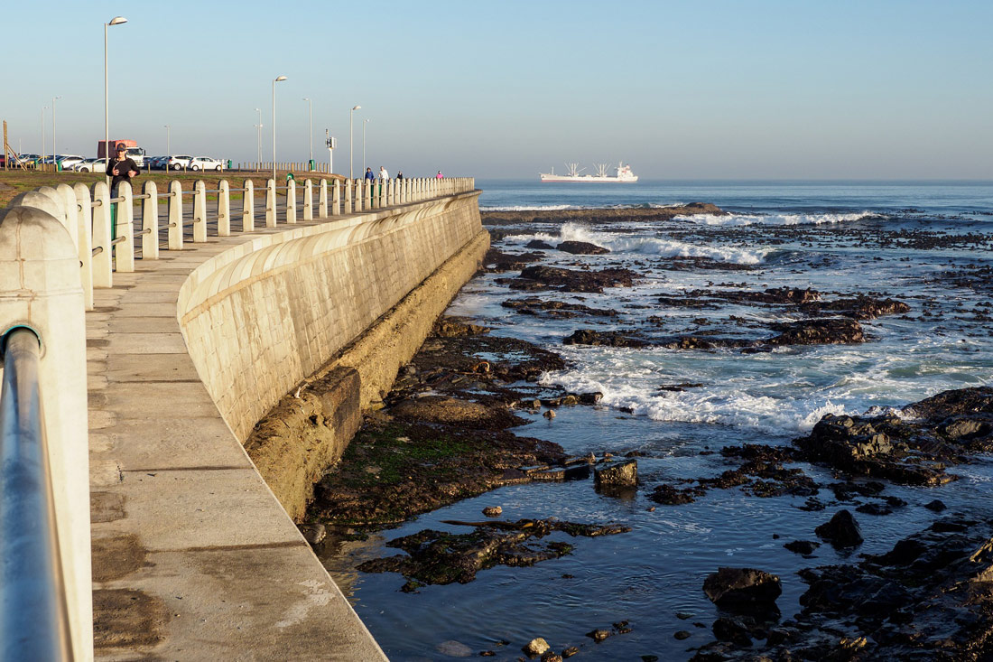 Morning walk along the Greenpoint Promenade at the Atlantic Seabord © Coupleofmen.com