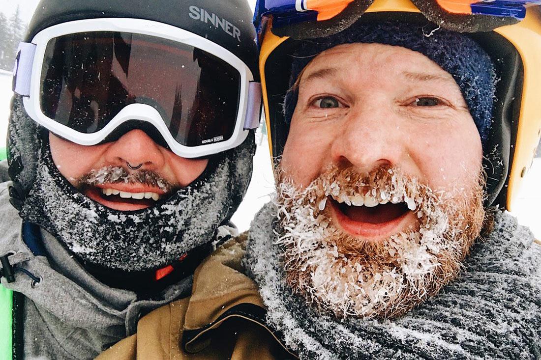 Gay Winterreise Kanada Gay Winter Trip Canada Winter beards in Canada while skiing and snowboarding © Coupleofmen.com