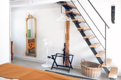 The entrance area of the Glimminge superior apartement with stylish Scandinavian interior © Coupleofmen.com