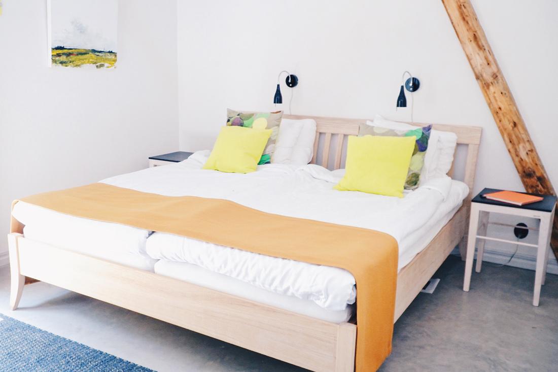 Comfortable bed in the Glimminge Apartment in Gislöv © Coupleofmen.com