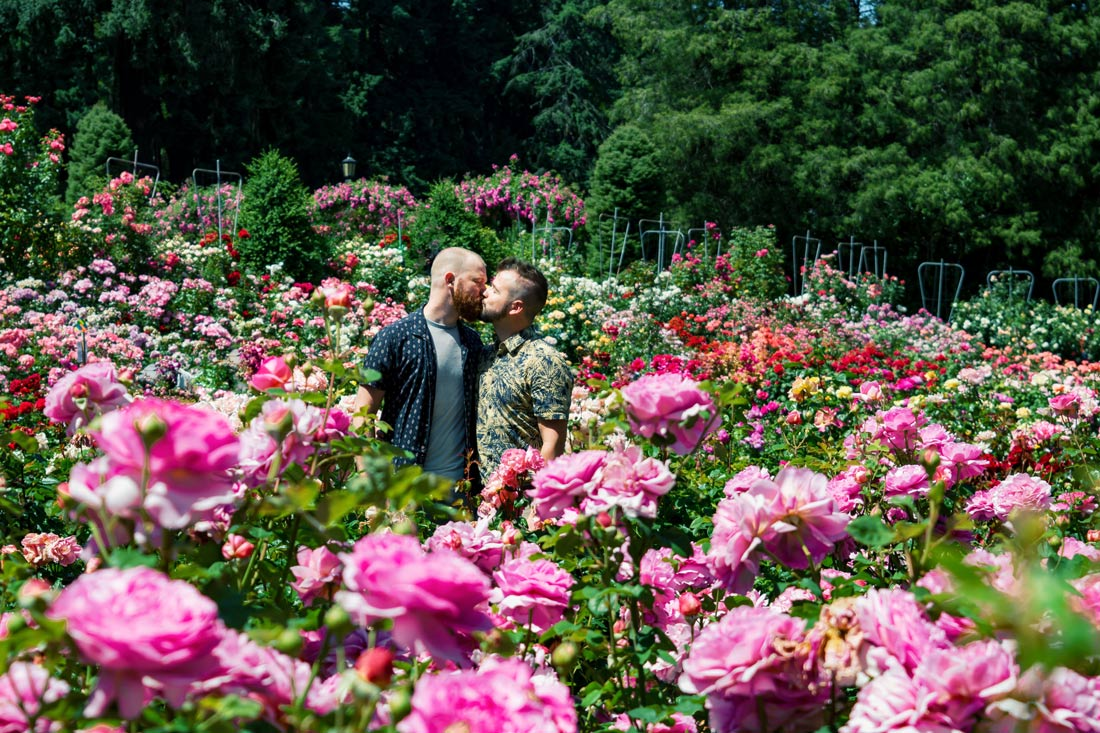 Gay kiss in the Rose Test Garden in Portland © Coupleofmen.com
