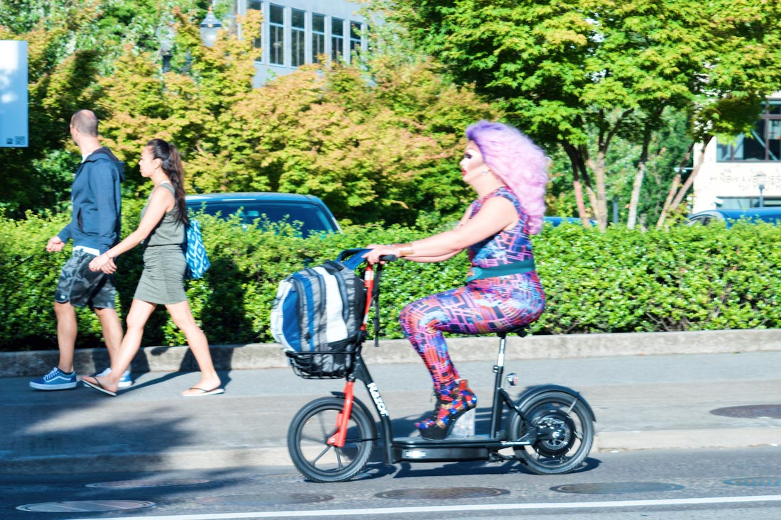 On the run! Drag Queen on a speedy scooter © Coupleofmen.com