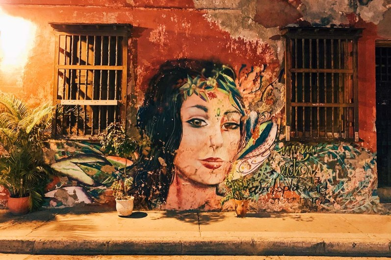 Beautiful street art in the city center of Cartagena's old town © Coupleofmen.com