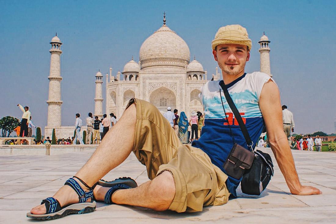 Gay Reise Indien The one must-do-selfie in front of the Taj Mahal © Coupleofmen.com